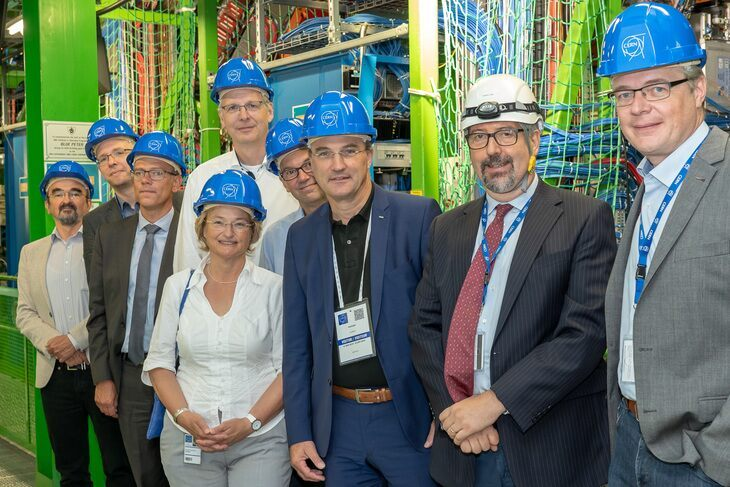 RWTH Rector Ulrich Rüdiger with Aachen researchers at CERN in Geneva